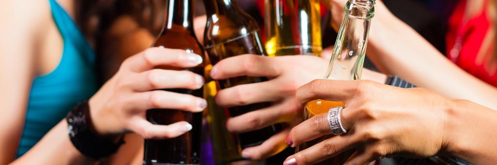 alkoholizm młodzieży, filmy edukacyjne, szkoła, picie alkoholu